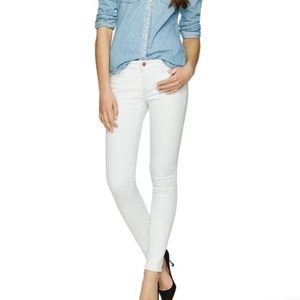 The Castings White Mid-Rise Skinny Jean  32